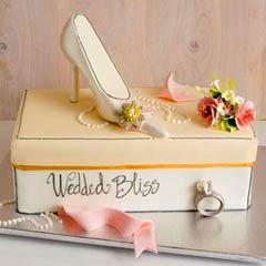 Bridal shower cake that looks just like a shoe box