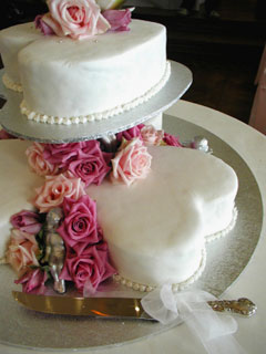 tiered heart shaped wedding cakes