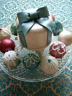 mini wedding desserts that look like christmas balls