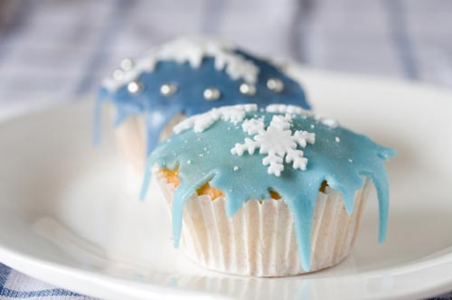 Winter wedding theme, blue Cupcake Snowflake Wedding Cakes