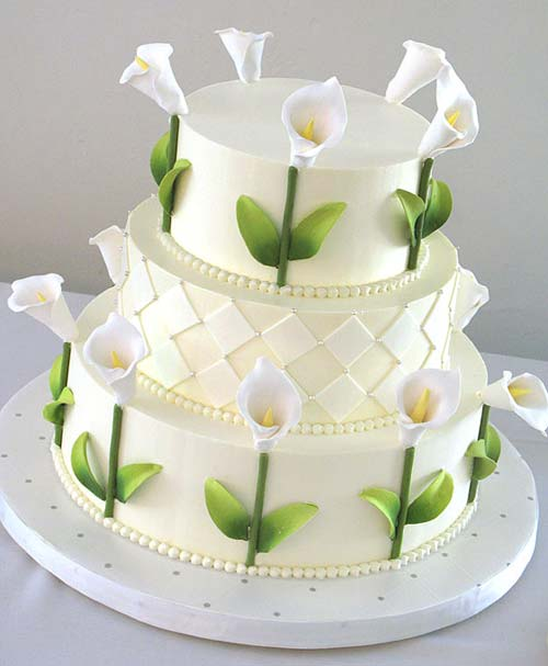 Modern Three Tier White Ercream Wedding Cake Beautifully Decorated With Handmade Sugar Calla Lillies From Www Justfab