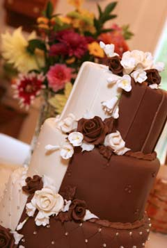 half white chocolate and half dark chocolate wedding cake