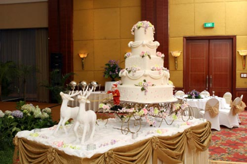 Huge, five  tier, Christmas winter wedding cake with Santa and two of his rain dears