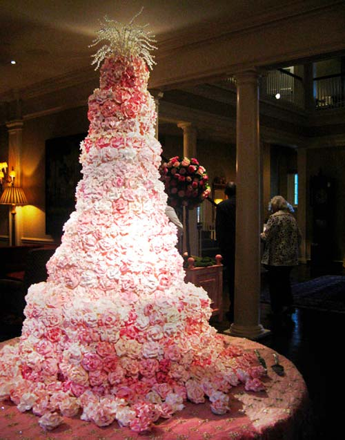 Extravagant wedding cake UK IvoryMint
