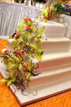 artificial wedding cake