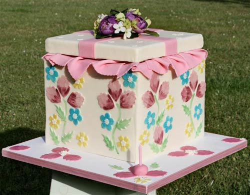 romantic wedding cake gift box made to look like a present