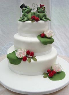 Green frogs bride and groom on Lily Pads funny cake toppers on a three tier white wedding cake