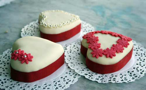 intricately designed heart shaped mini wedding cakes
