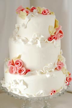romanic white three tier wedding