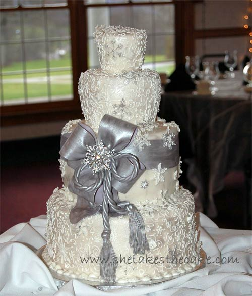 http://www.perfect-wedding-day.com/image-files/silver-wedding-cake-7.jpg