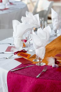 Wedding table runners wedding table ideas if you are a creative and savvy little bride and you prefer to learn how to make tables runners for your own wedding sewing table runners yourself is the solutioingenieria Gallery