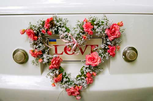 wedding car decorations - heart shaped floral wreath