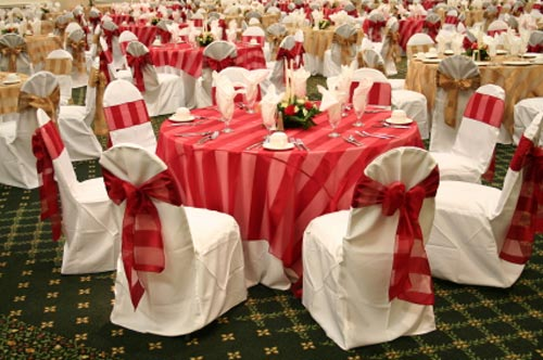 An Interesting Combination And Wedding Decorating Idea. A Two Tone Wedding  Theme Of Gold And Red Alternating Tables. The Table Cloths And Wedding Chair  ...