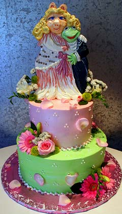 Kermit the Frog and Miss Piggy, pink and green wedding cake