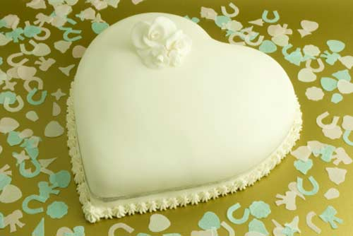 simple white heart shaped wedding cakes