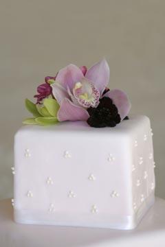 Single Tiered Square Wedding Cake