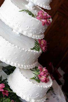 separate single tiered wedding cake