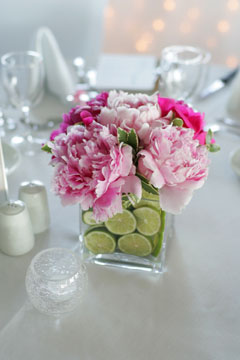 Wedding reception table decorations wedding table setting ideas wedding flower centerpiece if you are having an all white wedding tabel decor you only need one table centerpiece like this to decorate the tables mightylinksfo