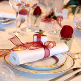 Creative red & white wedding napkins decor