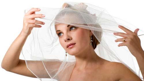bride with bridal veil