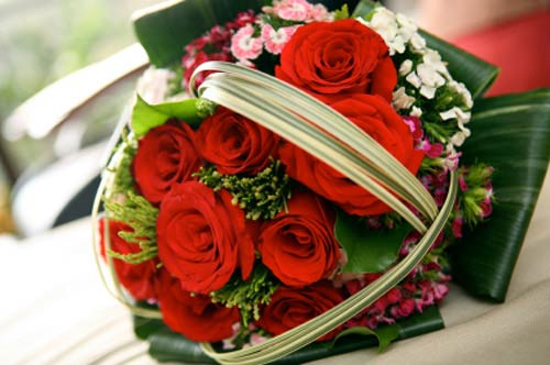 red bridal bouquet pictures 1
