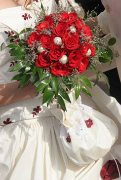 red bridal bouquet pictures 6