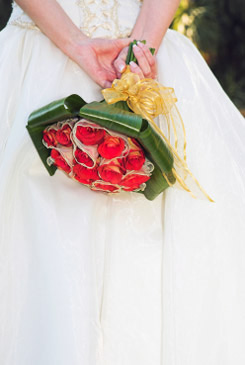 red bridal bouquet pictures 9