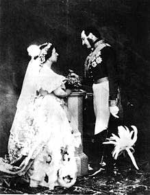 queen victoias white wedding gown