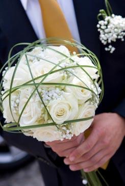 white bridal bouquet pictures